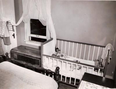 donna-sue-davis-crib-in-bedroom