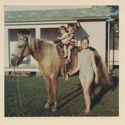 Leota Camp in 1965 with Brenda and Kevin on horse