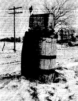 Henry Juchems mailbox, Waterloo Courier