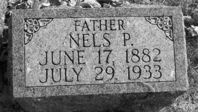 nels-louvring-gravestone